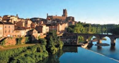 Vue sur la ville de Foix donnant sur le château